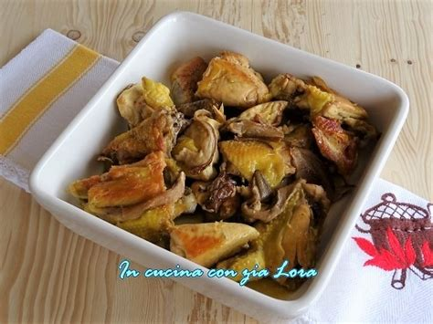 cucinare funghi porcini secchi pollo in padella con porcini secchi in cucina con zia lora