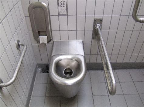 becken neben toilette haltegriffe 214 ffentliche toilette allg 228 u tirol barrierefrei