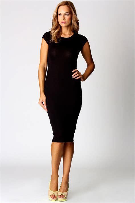 Girly Midi black midi dress dressed up