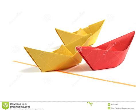 Origami Au - bateau d origami au dessus de blanc photo libre de droits