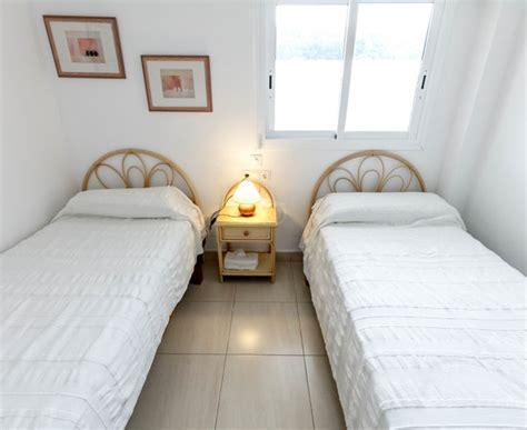 apartamentos hamilton court updated  prices hotel reviews   santo tomas