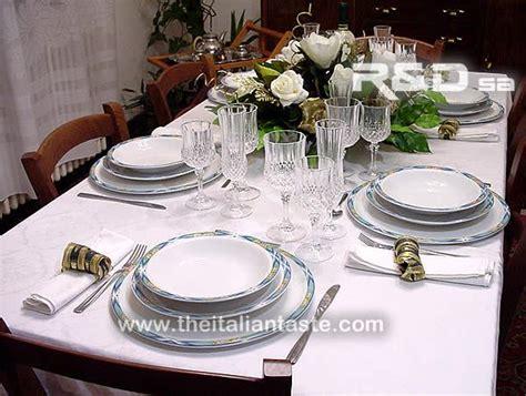 immagini di tavole apparecchiate apparecchiare la tavola a natale in bianco