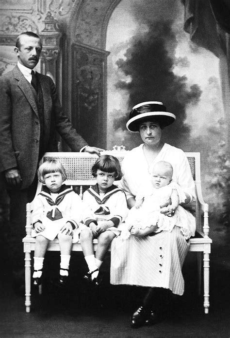 D. Luís Maria, filho da Princesa Isabel, com esposa e