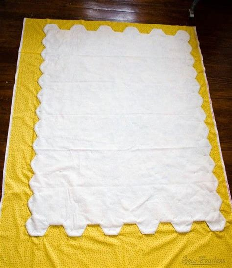 how to finish a shaped quilt edge without binding quilt
