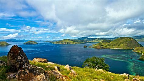 habitat  komodo dragon facts  komodo island