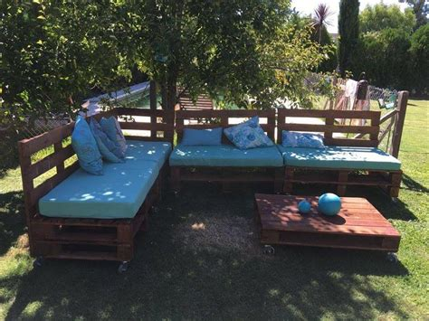 pallet outdoor sofa pallets outdoor sofa and table on casters 99 pallets