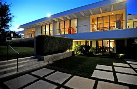 aniston reportedly buys sprawling 21m bel air