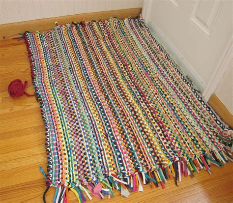 how to make t shirt yarn rug prairie peasant t shirt yarn rug progress