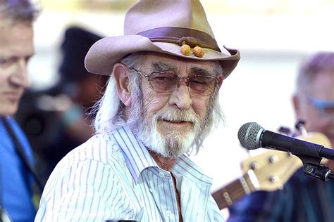 don williams   honored  memorial service  hall  fame