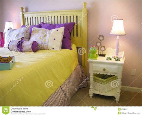 foto ragazze a letto da letto delle ragazze fotografia stock immagine