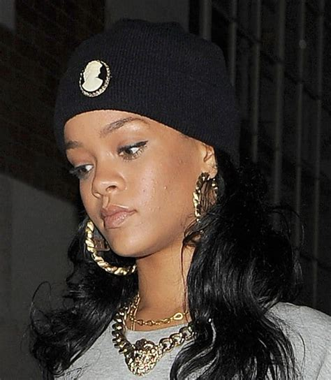 how to wear style with gold jewelry like rihanna