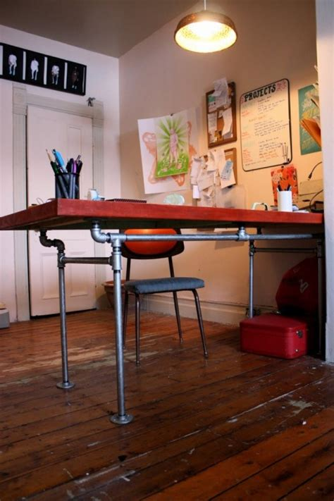 Diy Desk Of A Salvaged Door And Pipes Shelterness Diy Pipe Desk
