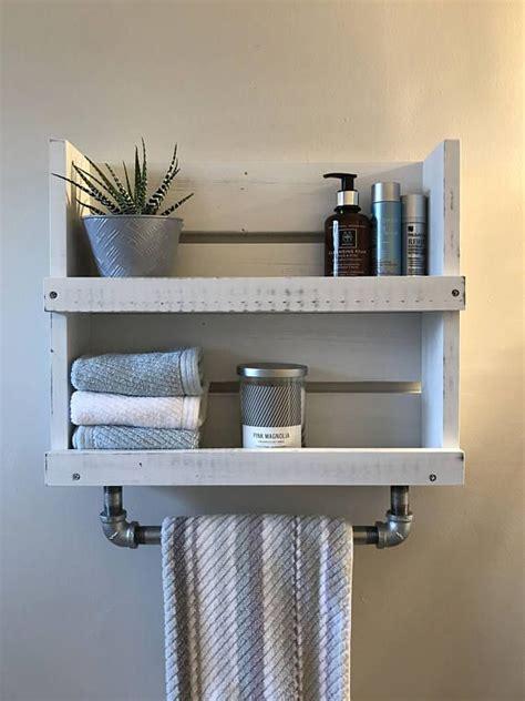 White Bathroom Shelf With Towel Bar by Best 25 Bathroom Towel Bars Ideas On Hanging