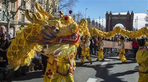 barcelona chion a 241 o nuevo chino en barcelona 2018 desfile y programa de