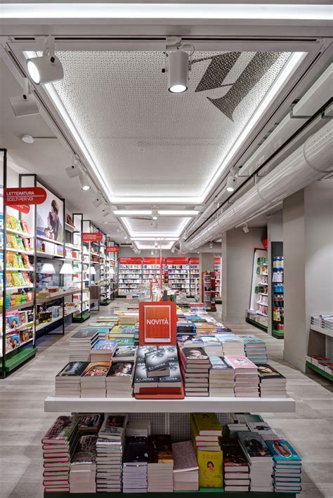 libreria mondadori duomo la librairie mondadori inaugure un nouveau concept store