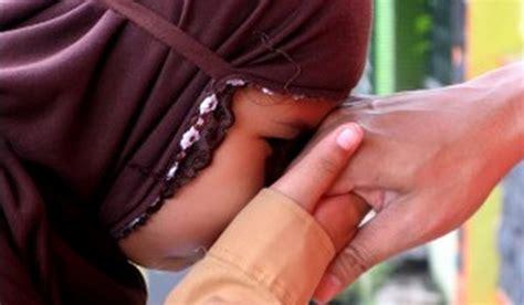 membuat anak patuh pada orang tua cara membuat anak hormat pada orangtua muslimahzone