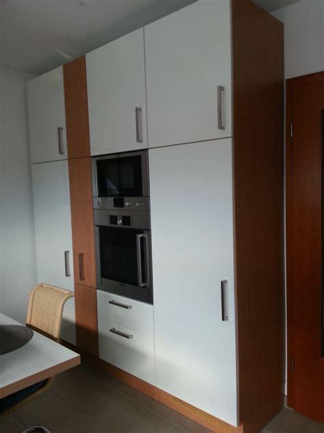 küchenfronten natursteinwand wohnzimmer