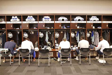 cowboys locker room locker room pregame before the giants dalvsnyg day cowboys