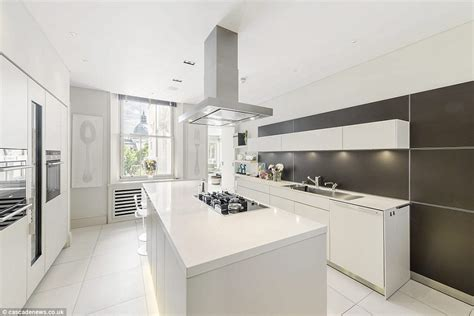 White Kitchen Ideas Uk Flat To Rent In The London Building Where Screen Goddess