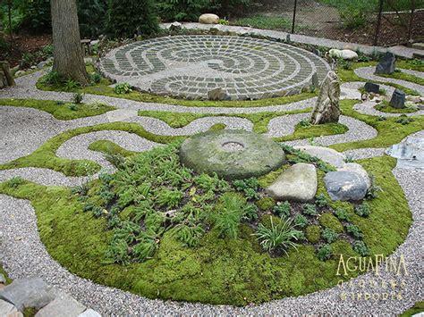 best 25 labyrinth garden ideas on labyrinths