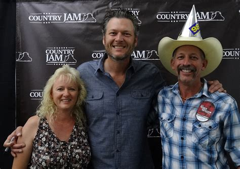 blake shelton fan club meet and greet blake shelton meet greet photos at country jam 2016