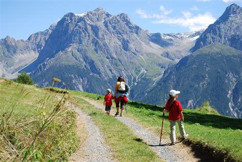 in montagna montagne svizzere scuol viaggi vacanze e turismo