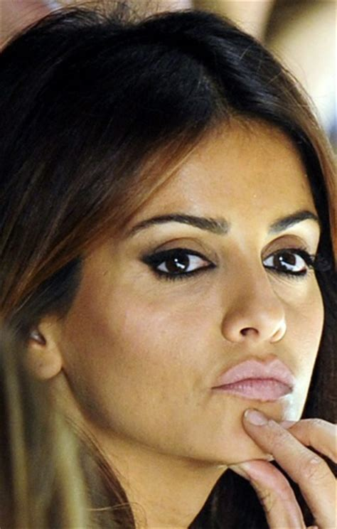 how to wear makeup like penelope cruz 7 steps wikihow monica cruz gorgeous makeup bombshell beauty pinterest
