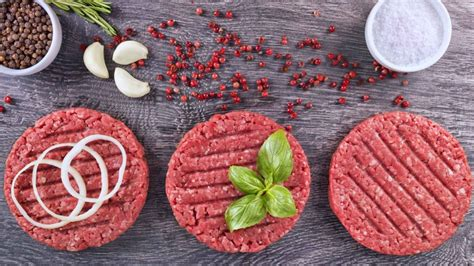 come cucinare hamburger di carne come preparare l hamburger di natale con avocado e