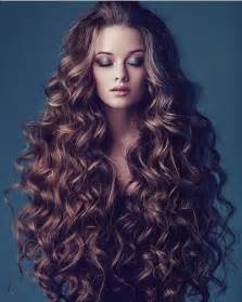 cuely hairstyles 25 best ideas about long curly hair on pinterest