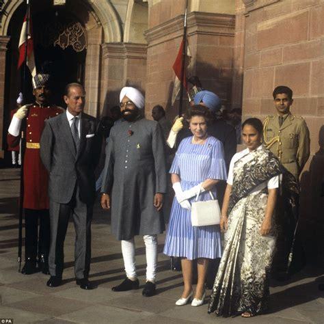 queen elizabeth biography in hindi queen elizabeth ii is set to become britain s longest