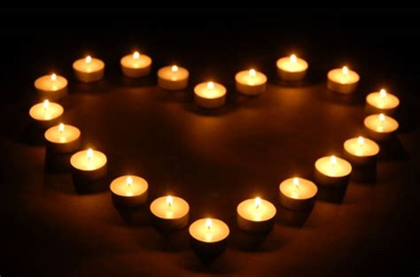 candele immagini un grande cuore di candele profumate brucia come il