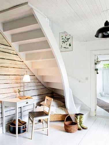 Logiciel Amenagement Interieur espace d 233 tente et coin bureau dessous un escalier blanc