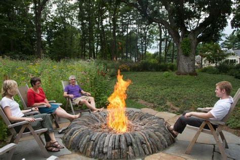 Die Feuerstelle by Setzen Wir Uns Neben Die Feuerstelle Im Garten Hin