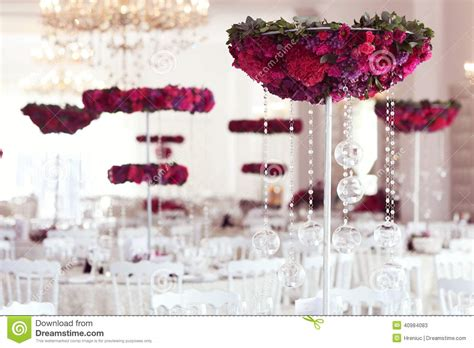 picture decoration beautiful flowers on wedding table decoration arrangement