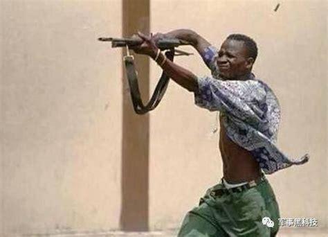 非洲人打枪姿势为何销魂?知道真相后真心跪了!_军事_中华网
