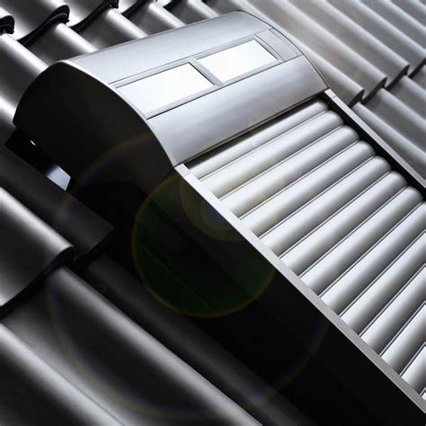 dachfenster mit rolladen velux dachfenster rolladen ihr rundum schutz f 252 rs ganze jahr