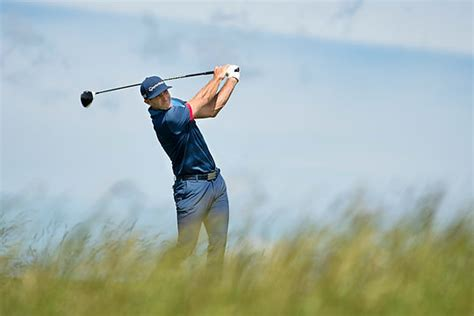 dustin johnson swing a father s day to remember for world no 1 johnson golf