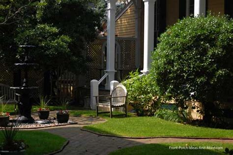 How To Landscape Your Front Yard Landcaping Pictures Home Landscaping Photos Front Yard
