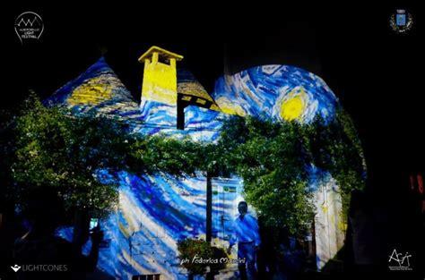quadri illuminati i trulli di alberobello si colorano con i dipinti di