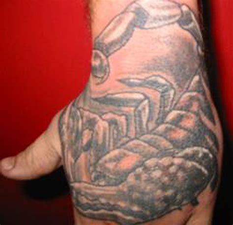 scorpion tattoo on hand godsmack darrin white tattoo