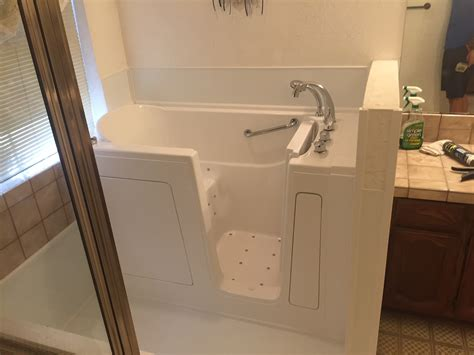 Walk In Bathtub Installation by Oregon Walk In Tubs Before And After Or Walk In Bathtubs