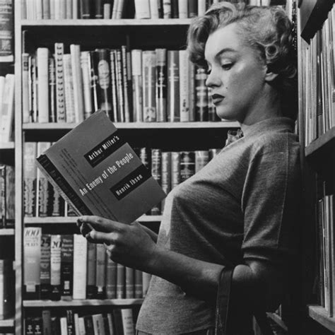 read black the 430 books in marilyn s library how many