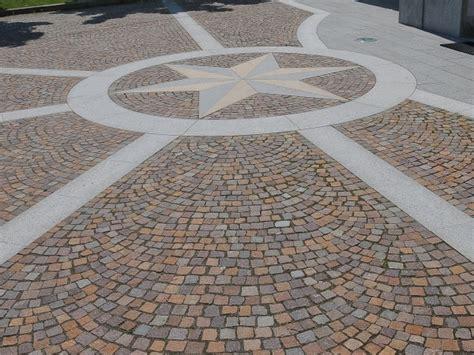 pavimentazione cortili esterni pavimentazione per esterni in pietra naturale europietre