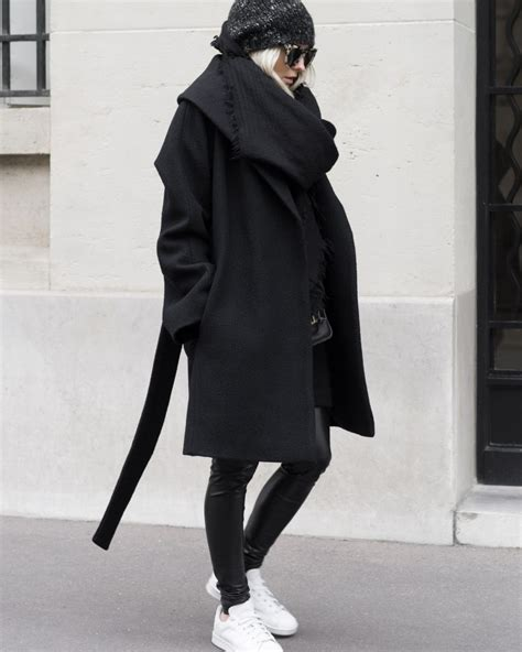 Summer To Fall Coats I Its Just With Me by Figtny Shows Us How To Wear All Black In This Gorgeous