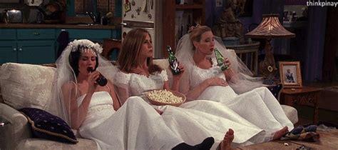 bridesmaids couch scene 191 quedamos para ver los oscar cribeo