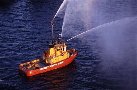 fire boat fighting fire free stock photo 5344 firefighting boat freeimageslive