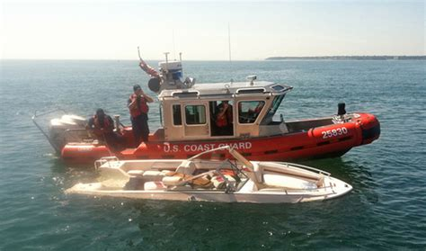 boat sinking lake michigan good samaritan rescues 9 from sinking boat