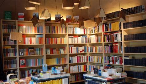 librerie a torino la situazione delle librerie a torino e ombre della