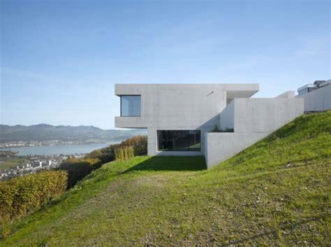 Modernes Haus Am Hang Nach Dem Terrain Besonderheiten