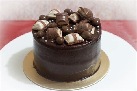 Decorating With Ganache by Chocolate Ganache Cake Recipe Dishmaps